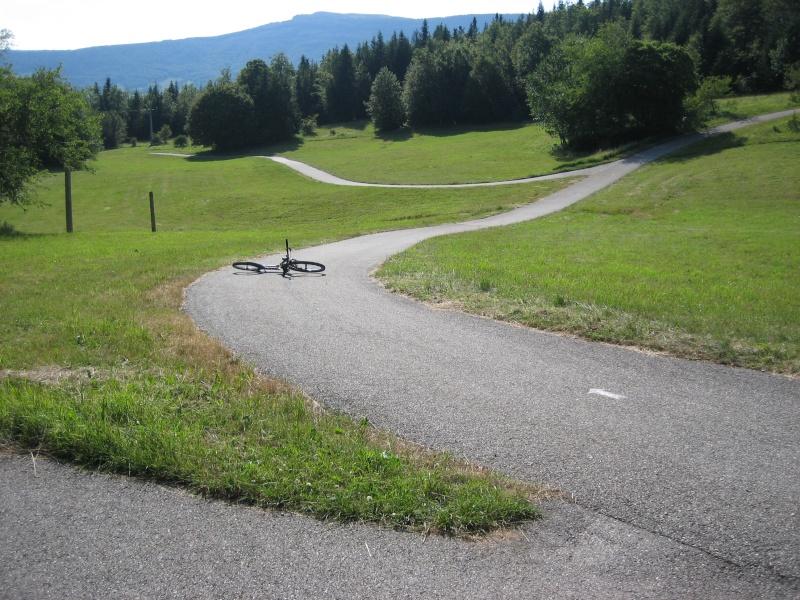 Stade de biathlon Vassieux en Vercors dans la Drôme-piste goudronnée Img_0819