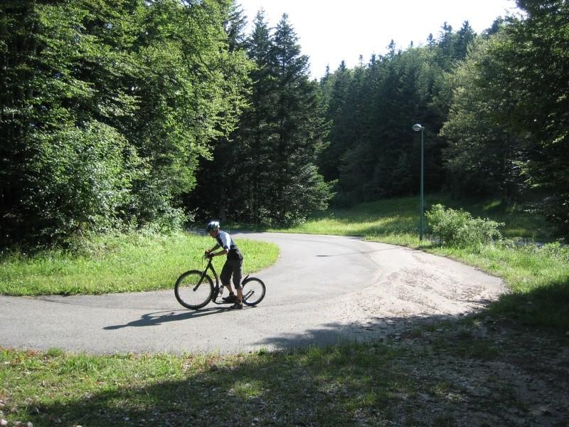 Stade de biathlon Vassieux en Vercors dans la Drôme-piste goudronnée Img_0820
