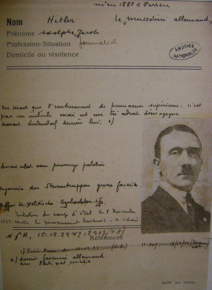 Quand un certain Adolphe Hitler était fiché par la France. Dsc06059