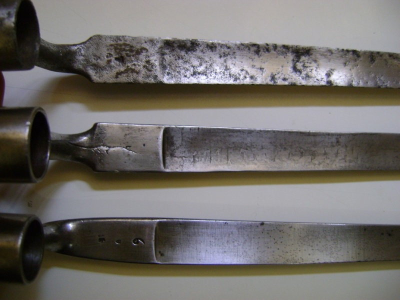 Différences entre les baïonnettes AN IX, 1822 et 1847 et leur fabrication. Dsc06110