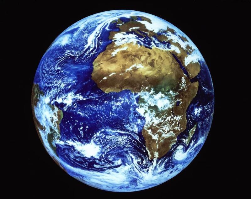 À tes yeux je reste le fluide… Terre-10