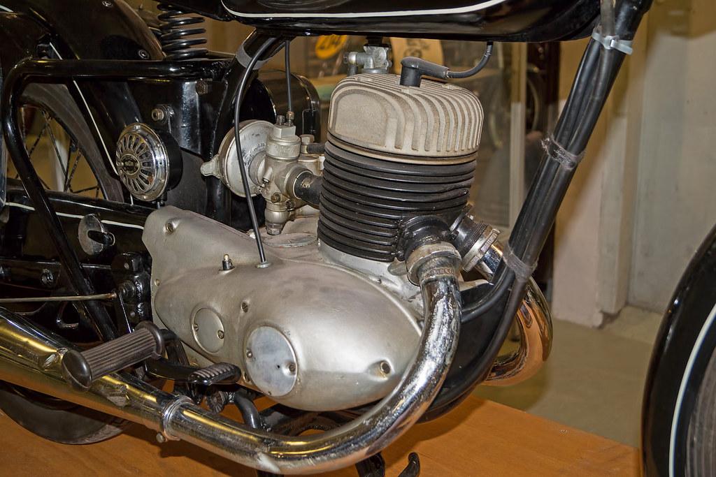 La RT200 de 1951 Rt_25012
