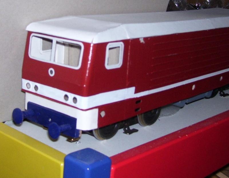 BR 212.0 (DR) bzw. 243.0 (DR) mit Bghw-Zug in Spur 1 113_9720