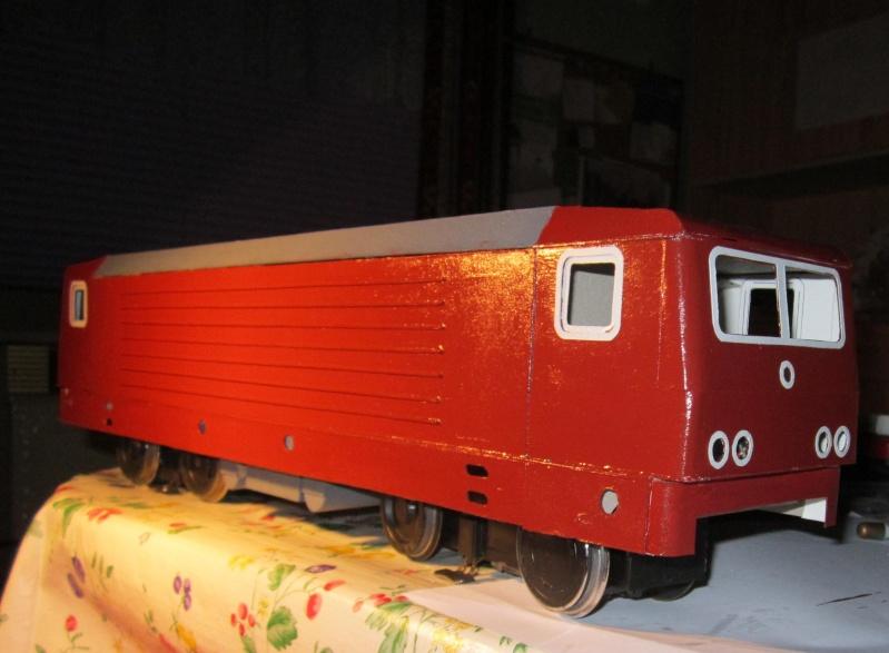 BR 212.0 (DR) bzw. 243.0 (DR) mit Bghw-Zug in Spur 1 Img_4222
