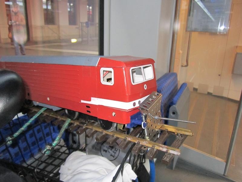 BR 212.0 (DR) bzw. 243.0 (DR) mit Bghw-Zug in Spur 1 Img_4315