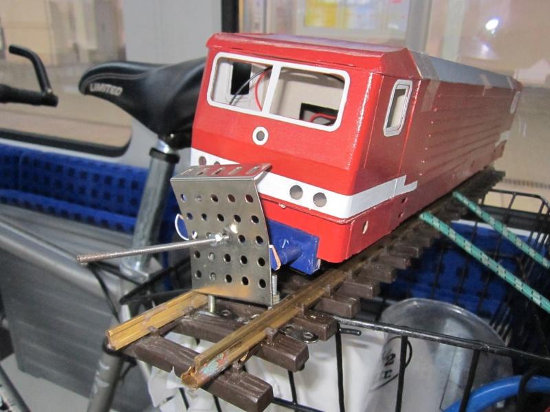 BR 212.0 (DR) bzw. 243.0 (DR) mit Bghw-Zug in Spur 1 Img_4316