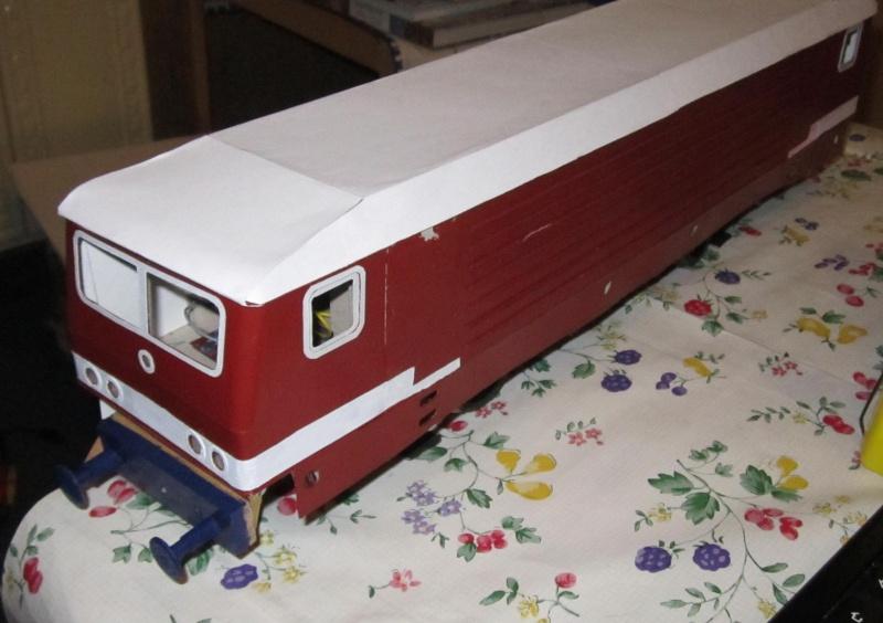 BR 212.0 (DR) bzw. 243.0 (DR) mit Bghw-Zug in Spur 1 Img_4422