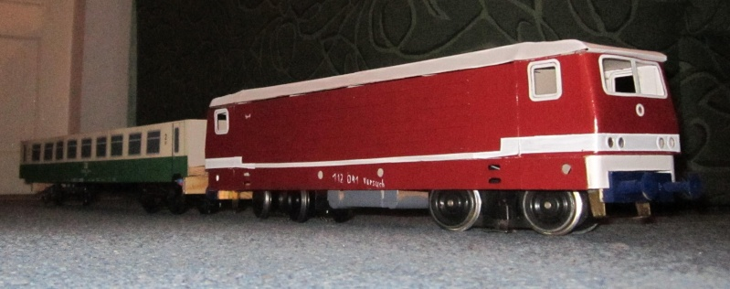 BR 212.0 (DR) bzw. 243.0 (DR) mit Bghw-Zug in Spur 1 Img_5010