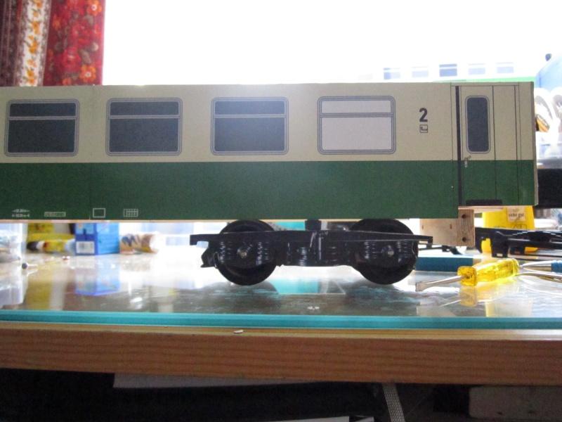 BR 212.0 (DR) bzw. 243.0 (DR) mit Bghw-Zug in Spur 1 Img_5016