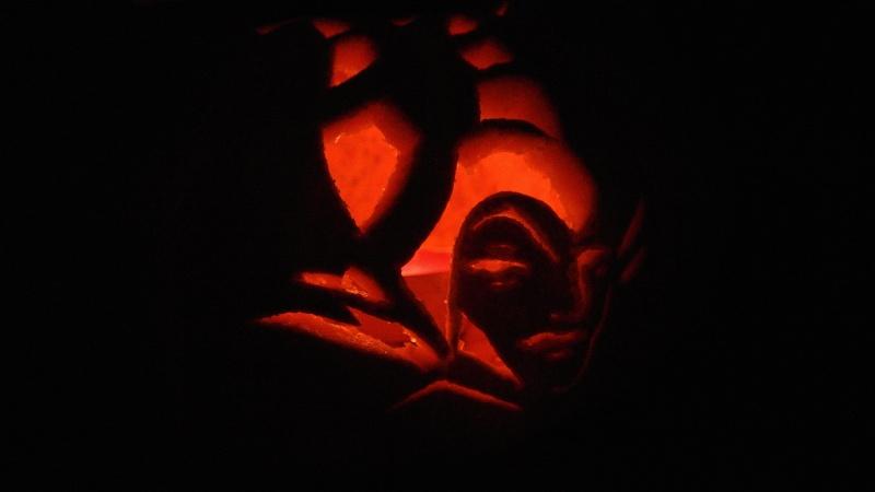 Modèle gravure potiron Halloween 2012 - Maléfique - Page 2 Dsc_0611