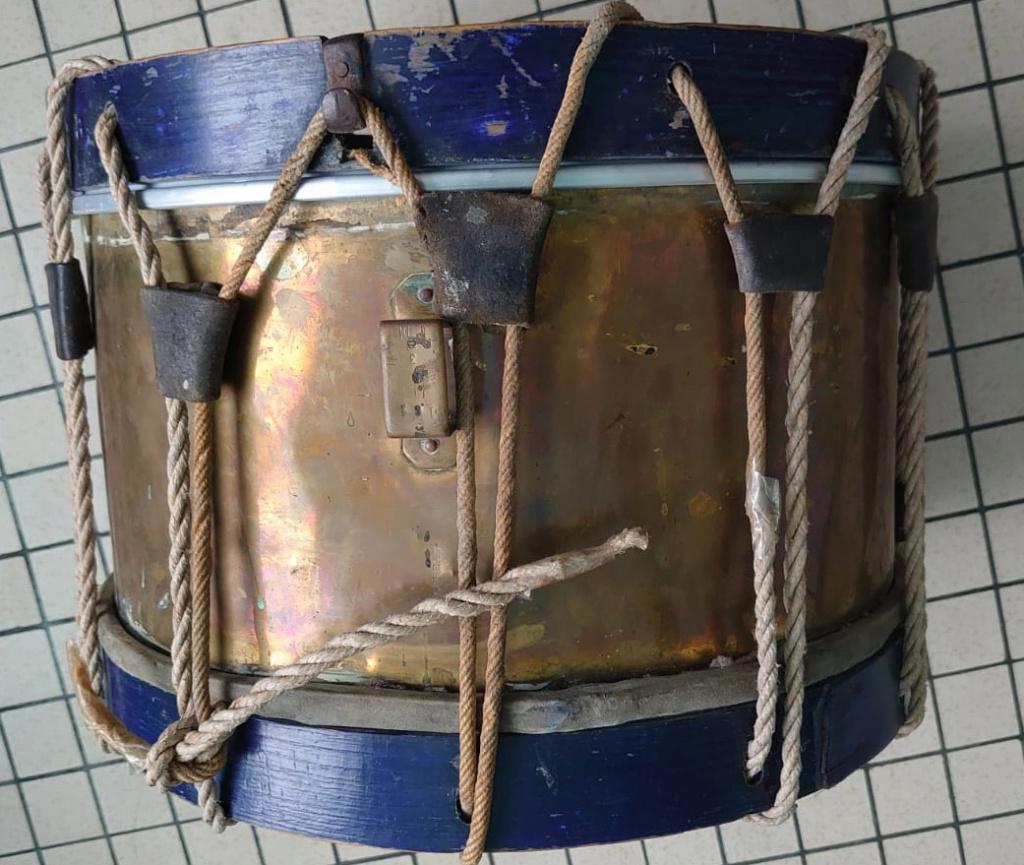 Les instruments de musique : caisses - tambours - clairons - trompettes  - Page 3 Tamb_110