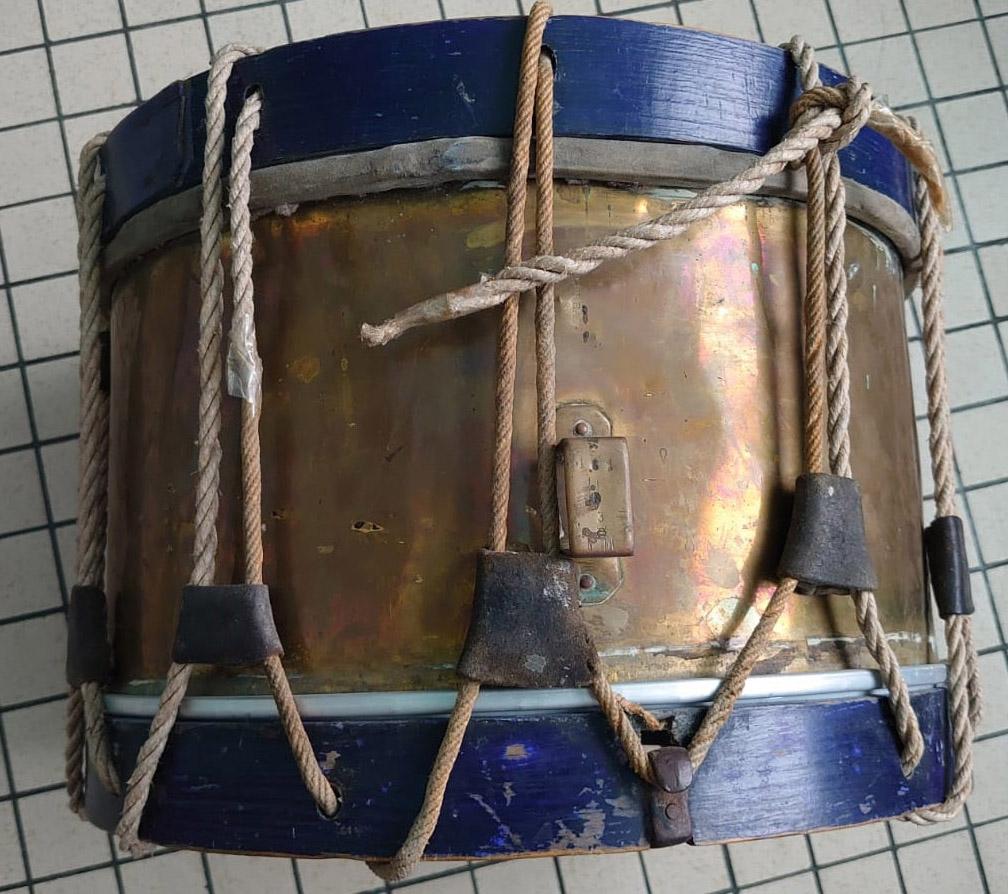 Les instruments de musique : caisses - tambours - clairons - trompettes  - Page 3 Tamb_310