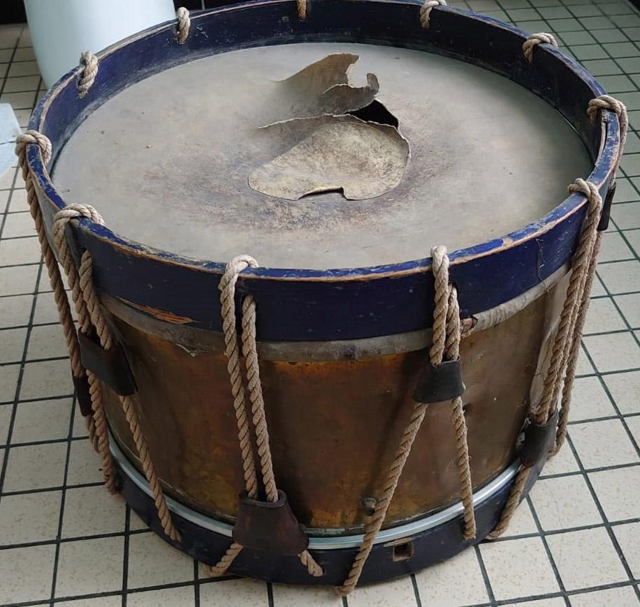 Les instruments de musique : caisses - tambours - clairons - trompettes  - Page 3 Tamb_410