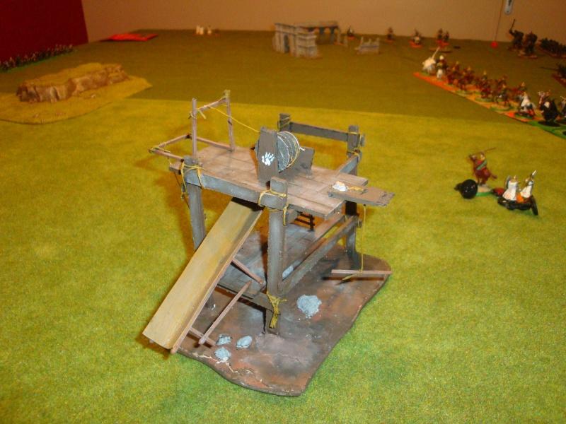 Table de jeu et décors (maison de fondcombe,echafodage ...) Dsc05510