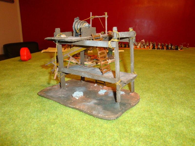 Table de jeu et décors (maison de fondcombe,echafodage ...) Dsc05611