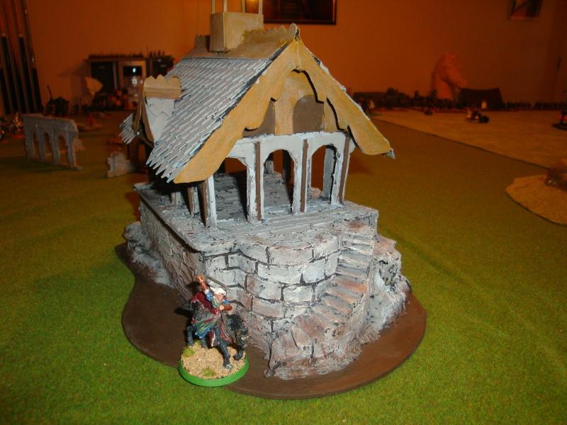 Table de jeu et décors (maison de fondcombe,echafodage ...) Dsc05613