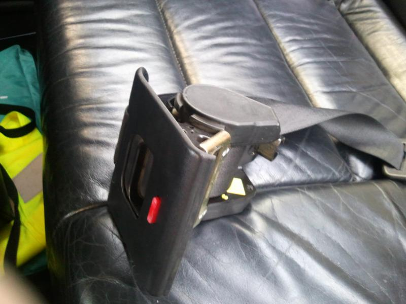 [BMW 320 i E36] Rouleau de ceinture de sécurité arrière Inc_fe10