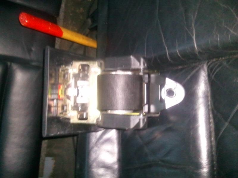 [BMW 320 i E36] Rouleau de ceinture de sécurité arrière Photo110