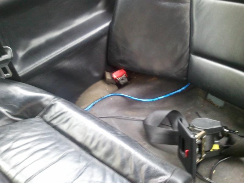 [BMW 320 i E36] Démonter l'attache de ceinture arrière Photo111
