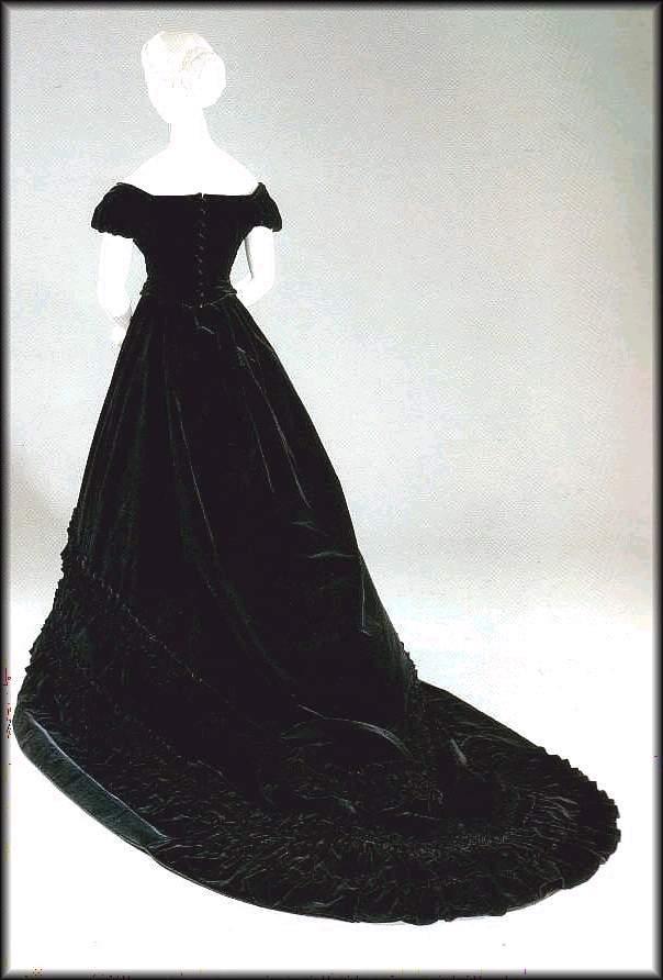 Robe de l'impératrice Elisabeth d'Autriche ( Sissi ) 003uz711