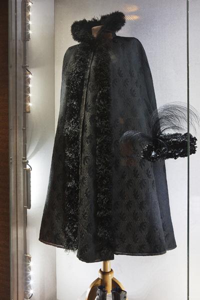 Robe de l'impératrice Elisabeth d'Autriche ( Sissi ) 09110413