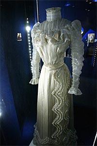 Robe de l'impératrice Elisabeth d'Autriche ( Sissi ) 09110415