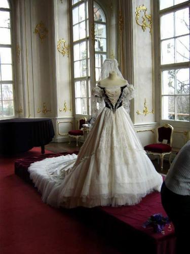 Robe de l'impératrice Elisabeth d'Autriche ( Sissi ) 09110417