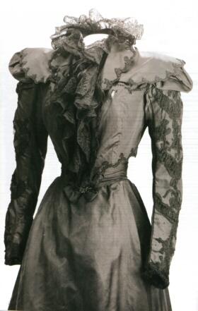 Robe de l'impératrice Elisabeth d'Autriche ( Sissi ) 09110418