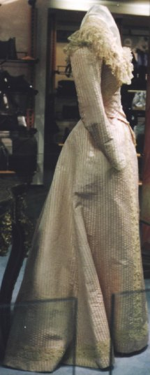 Robe de l'impératrice Elisabeth d'Autriche ( Sissi ) 09110419