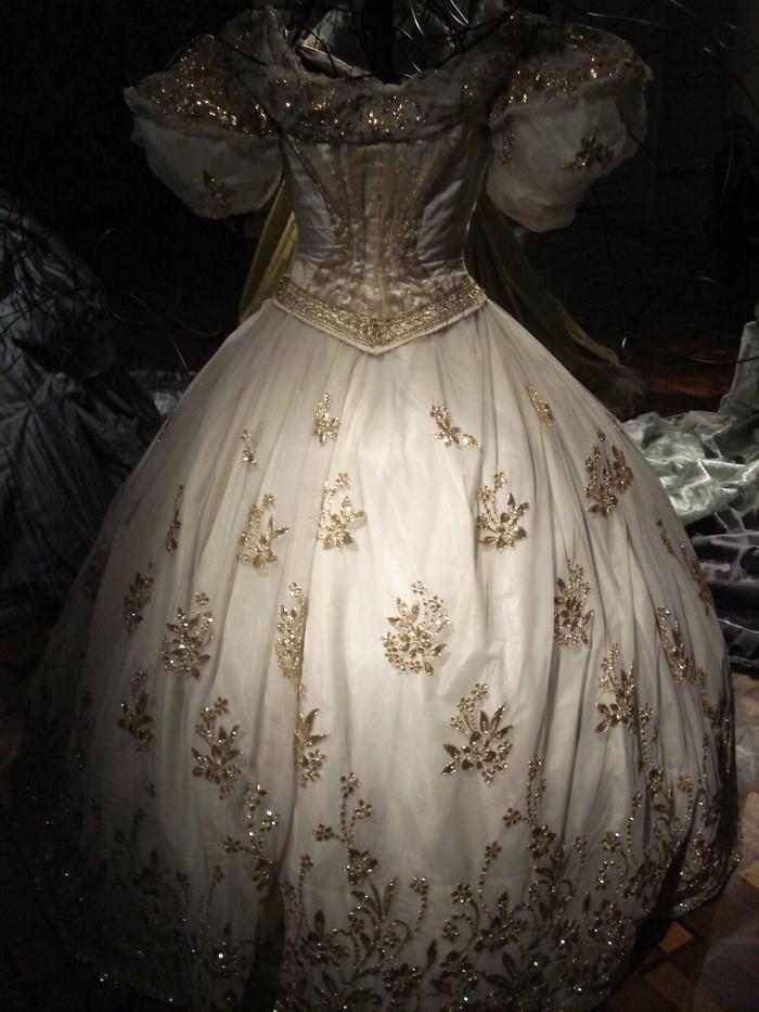 Robe de l'impératrice Elisabeth d'Autriche ( Sissi ) 10100310
