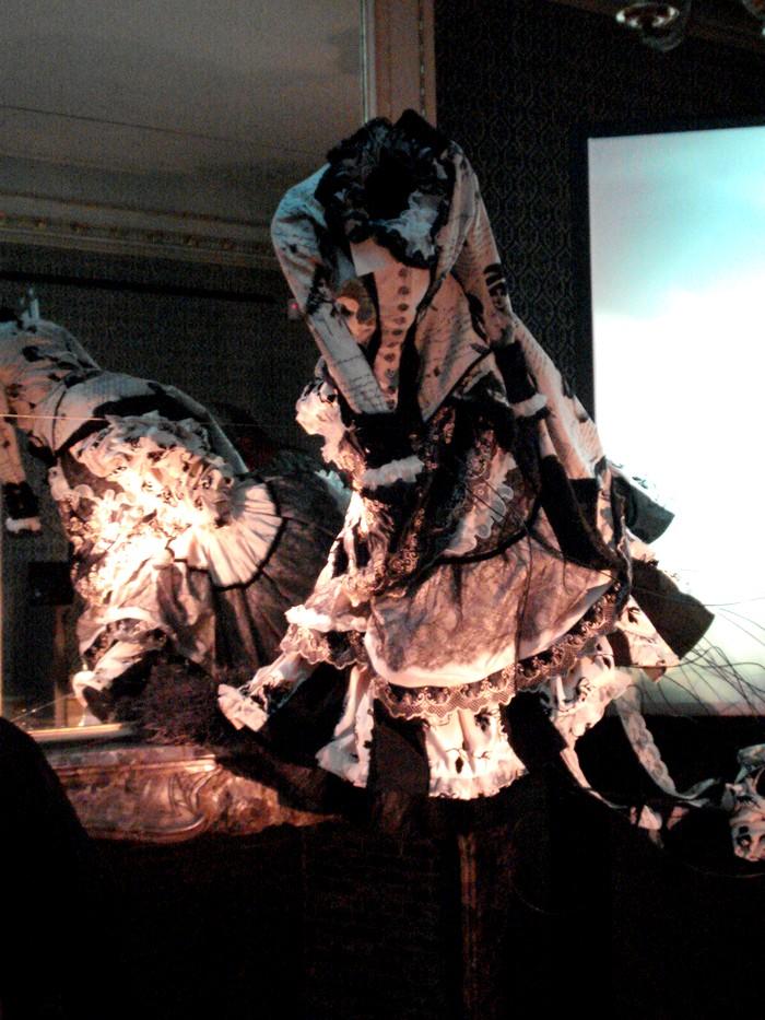 Robe de l'impératrice Elisabeth d'Autriche ( Sissi ) 10101110