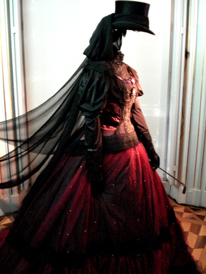 Robe de l'impératrice Elisabeth d'Autriche ( Sissi ) 10101113