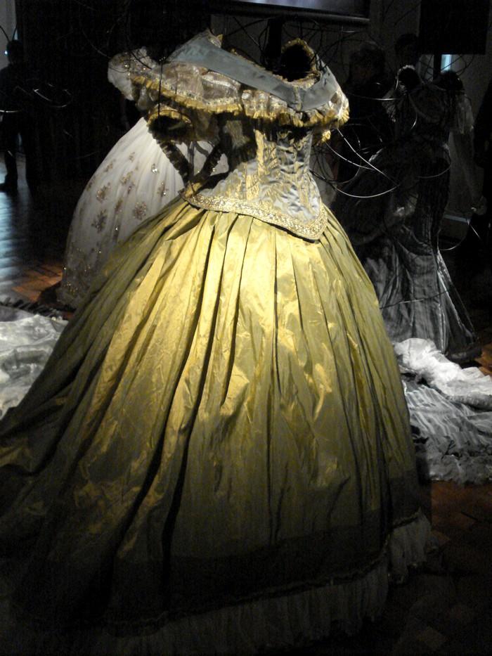 Robe de l'impératrice Elisabeth d'Autriche ( Sissi ) 10101116