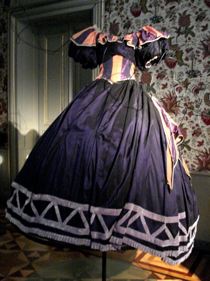 Robe de l'impératrice Elisabeth d'Autriche ( Sissi ) 10101119