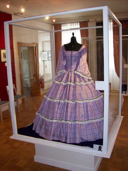 Robe de l'impératrice Elisabeth d'Autriche ( Sissi ) 10110313