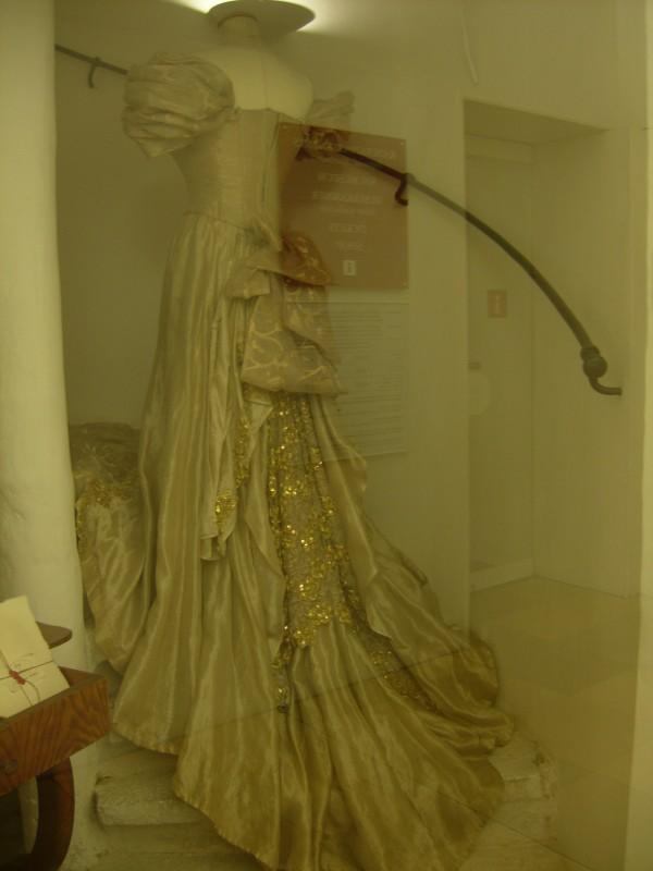 Robe de l'impératrice Elisabeth d'Autriche ( Sissi ) 10110314