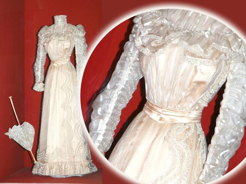 Robe de l'impératrice Elisabeth d'Autriche ( Sissi ) 10110610