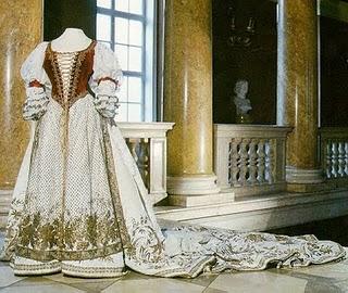 Robe de l'impératrice Elisabeth d'Autriche ( Sissi ) 112