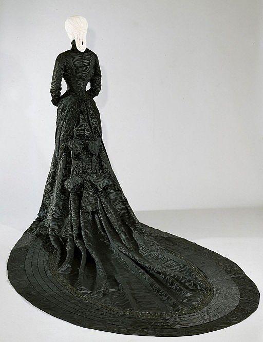 Robe de l'impératrice Elisabeth d'Autriche ( Sissi ) 12121310