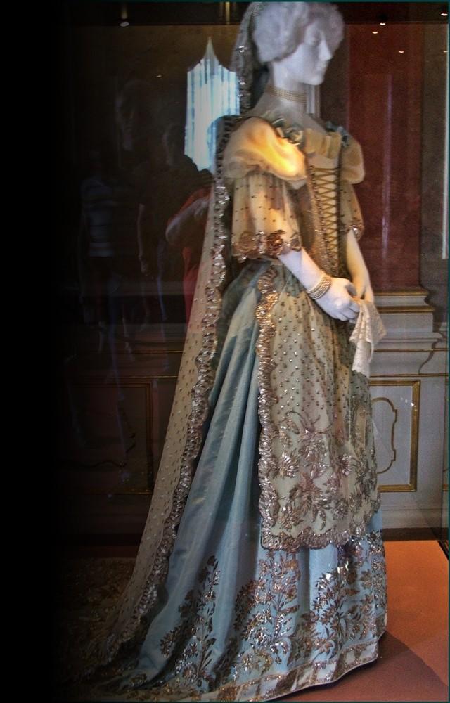 Robe de l'impératrice Elisabeth d'Autriche ( Sissi ) 12764410