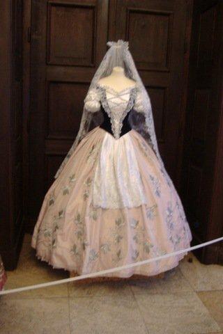 Robe de l'impératrice Elisabeth d'Autriche ( Sissi ) 22242411
