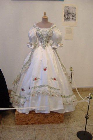 Robe de l'impératrice Elisabeth d'Autriche ( Sissi ) 22560811