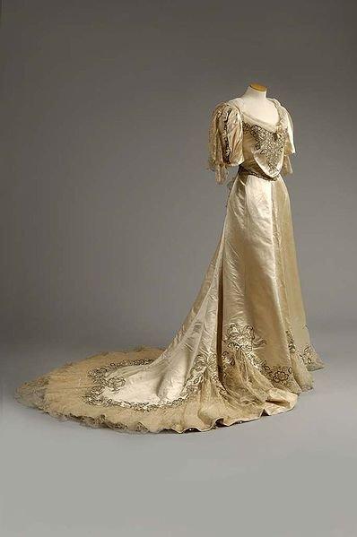 Robe de l'impératrice Elisabeth d'Autriche ( Sissi ) 25009711