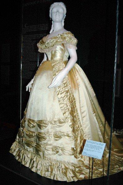 Robe de l'impératrice Elisabeth d'Autriche ( Sissi ) 28349910
