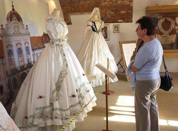 Robe de l'impératrice Elisabeth d'Autriche ( Sissi ) 28472210