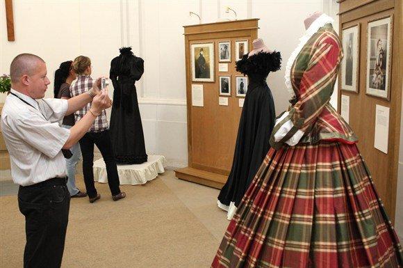 Robe de l'impératrice Elisabeth d'Autriche ( Sissi ) 28492811