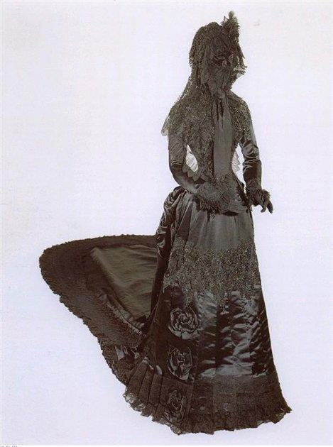 Robe de l'impératrice Elisabeth d'Autriche ( Sissi ) 29998611