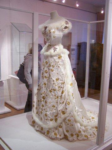 Robe de l'impératrice Elisabeth d'Autriche ( Sissi ) 30826911