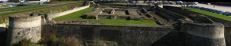 Les chateaux du Calvados 799px-11