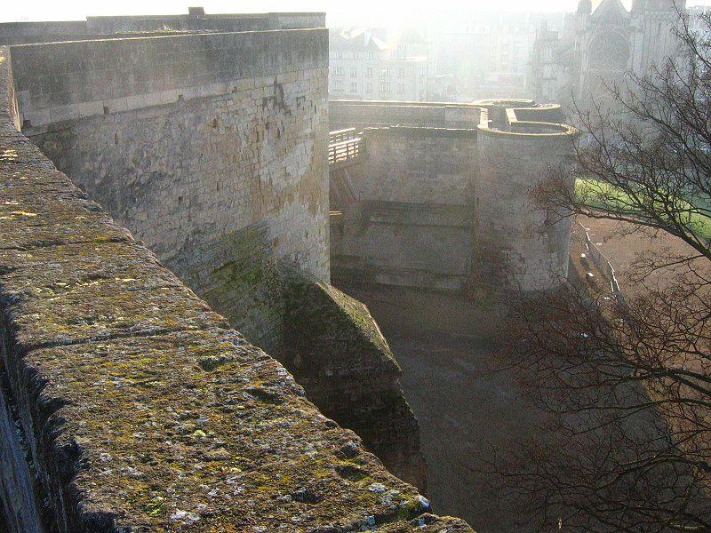 Les chateaux du Calvados 800px174